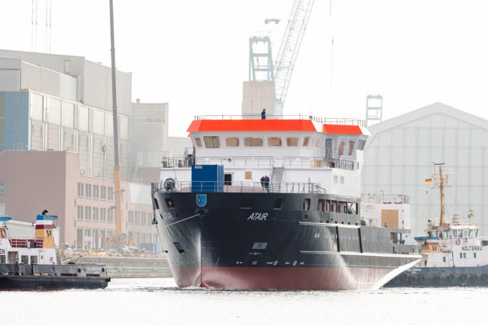 """Ende Februar wurde das Forschungsschiff """"Atair"""" in Kiel ausgedockt."""