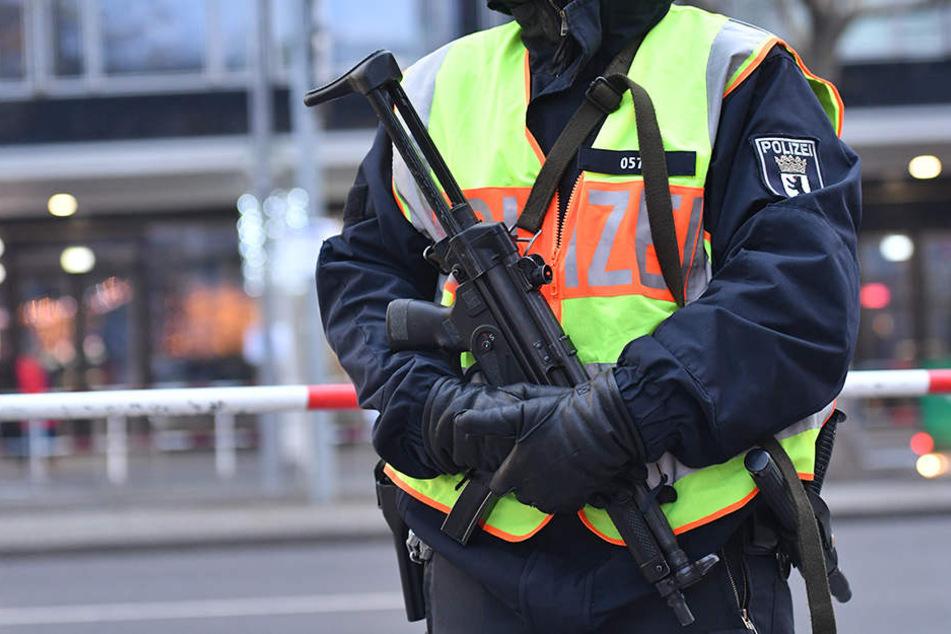 Die Berliner Polizei wird auch mit neuen Waffen und Schutzwesten ausgerüstet.