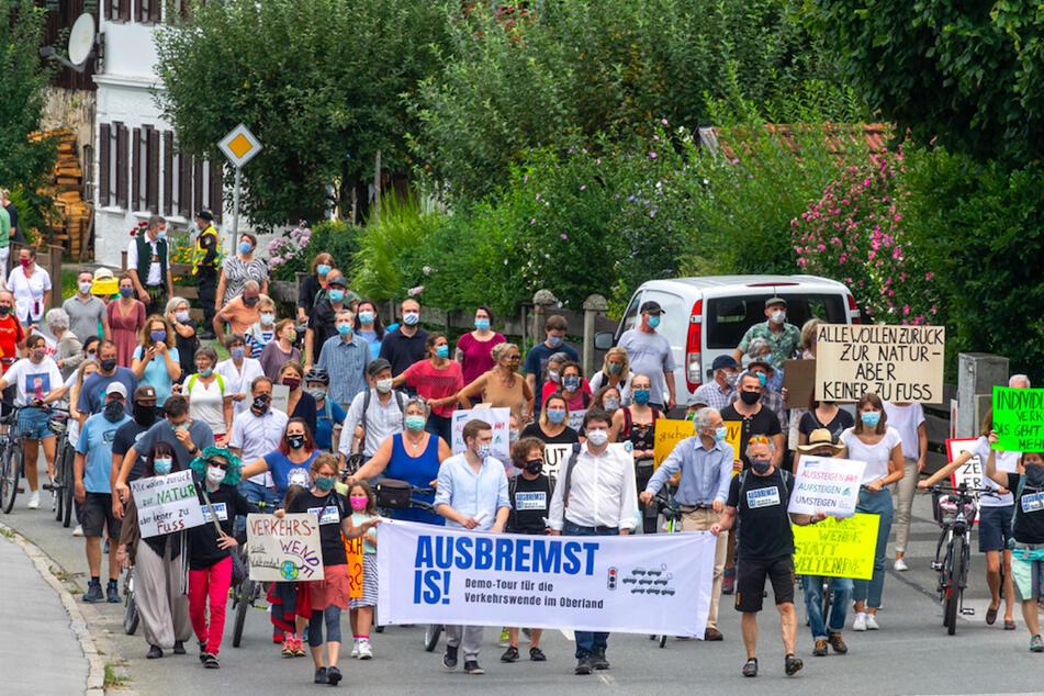Die Demonstration soll sich nicht gegen Touristen, sondern gegen das steigende Verkehrsaufkommen und das wachsende Müllproblem richten, das durch den Tourismus entsteht.