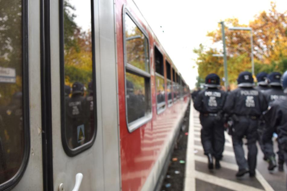 Der Sonderzug musste außerplanmäßig in Flörsheim stoppen. (Symbolbild)