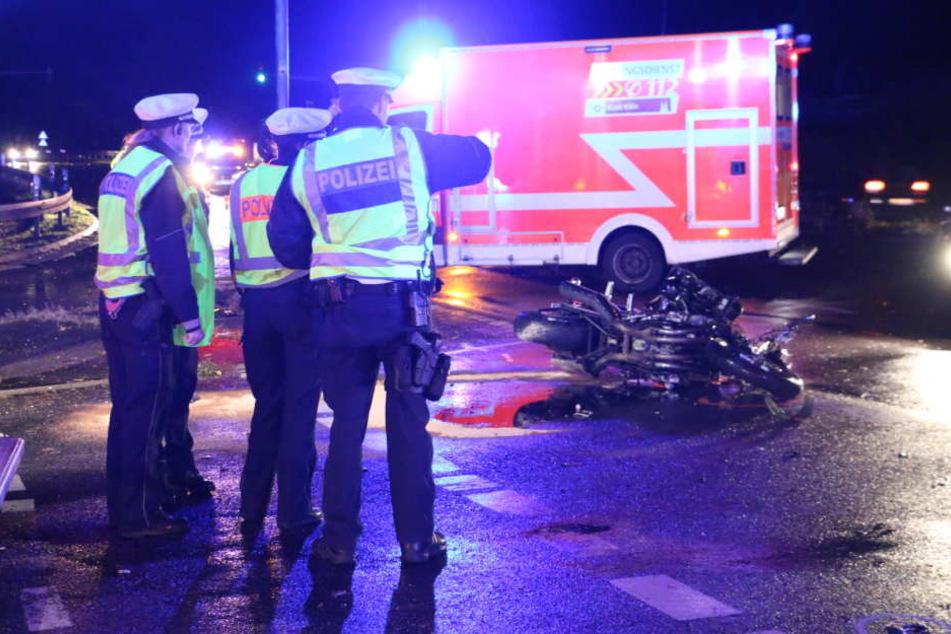 Die Polizei nahm nach dem Unfall alle Spuren auf.