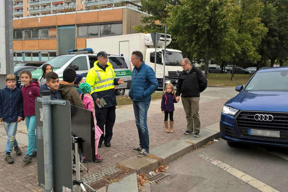Uwe Neuhaus (57) war vorbildlich unterwegs und erhielt von den Schülern die grüne Karte.