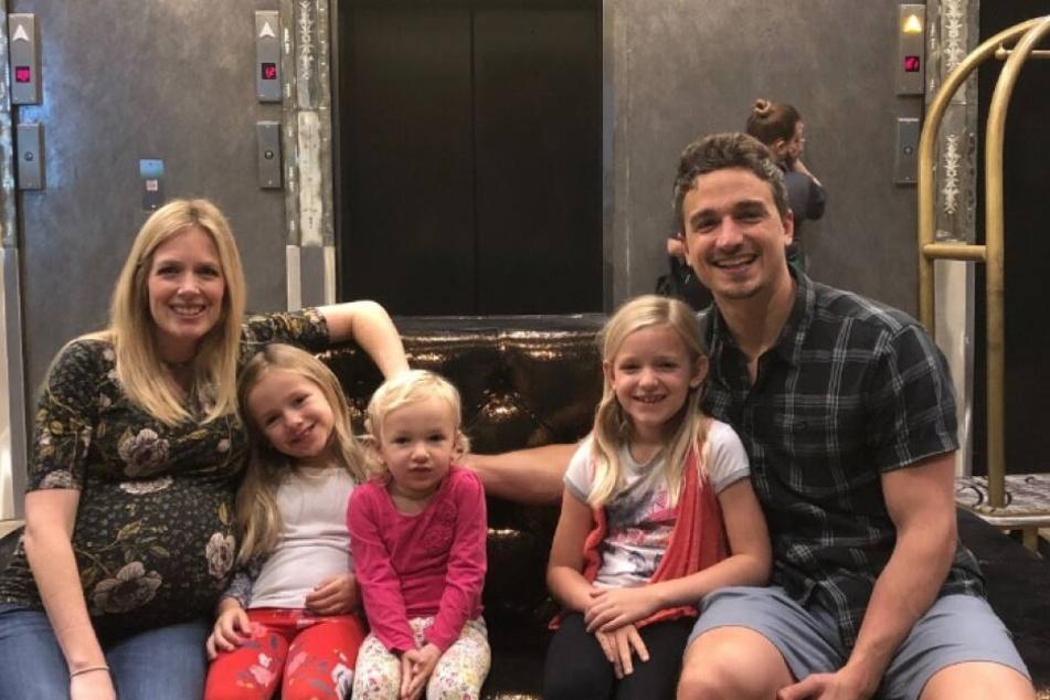 Ein Bild aus glücklichen Tagen: Matthew und die schwangere Lauren mit ihren drei Töchtern.