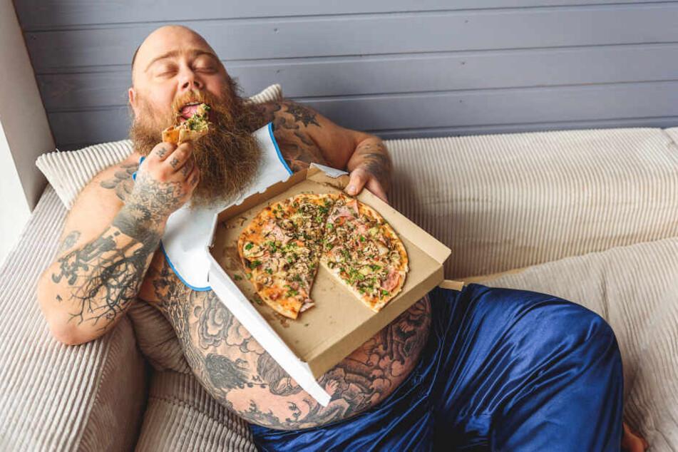 Essen macht dick: Das gilt rund um die Uhr - egal, wann man Pizza, Pasta oder Fastfood in sich hineinstopft