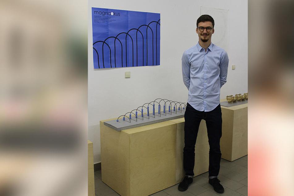 Fabian Pollex (22) entwarf einen Riesen-Rechenschieber zum Spielen.