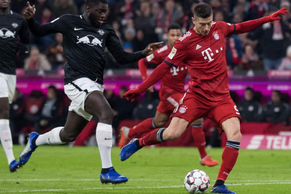 Robert Lewandowski (r.) und der FC Bayern hatten mit Leipzig große Mühe.