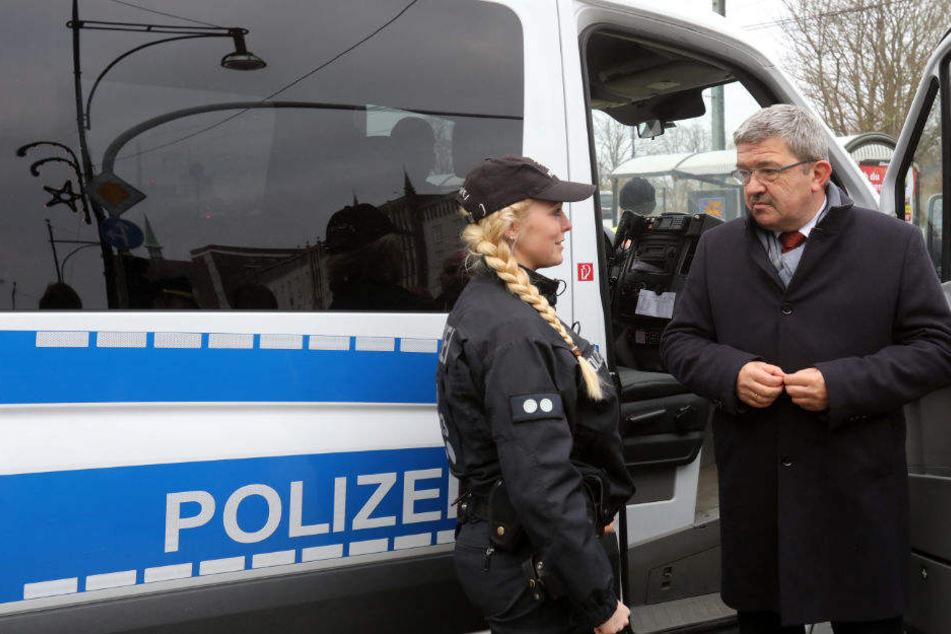 Lorenz Caffier (r.) kann ein Rekordtief bei Straftaten vorweisen.