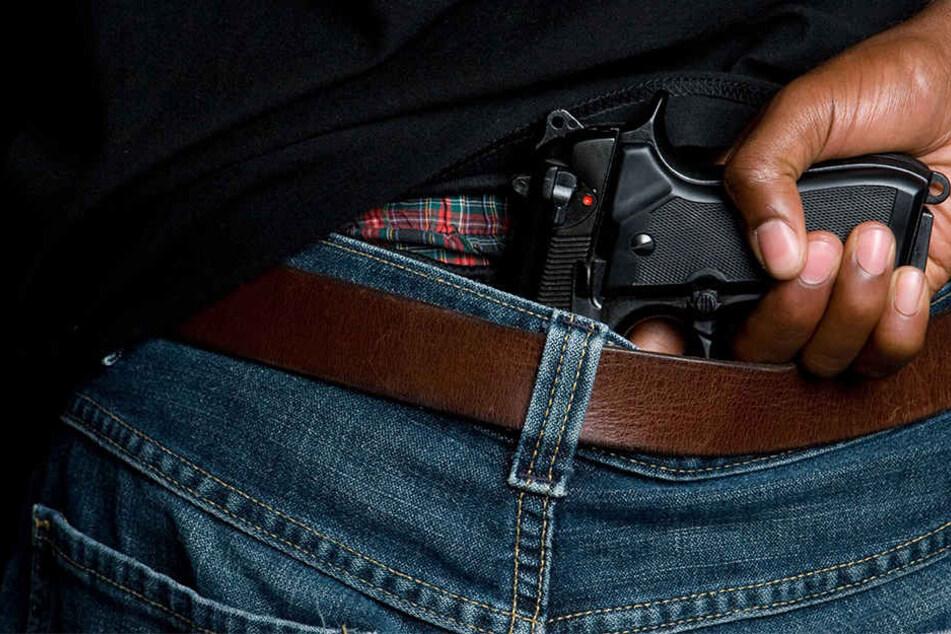 Die Schusswaffen besorgen sich die Migranten auf illegalen Wegen.