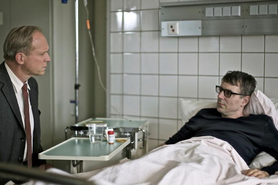 "Felix Murot (Ulrich Tukur, links) und Arthur Steinmetz (Jens Harzer) im ""toten"" Tatort."