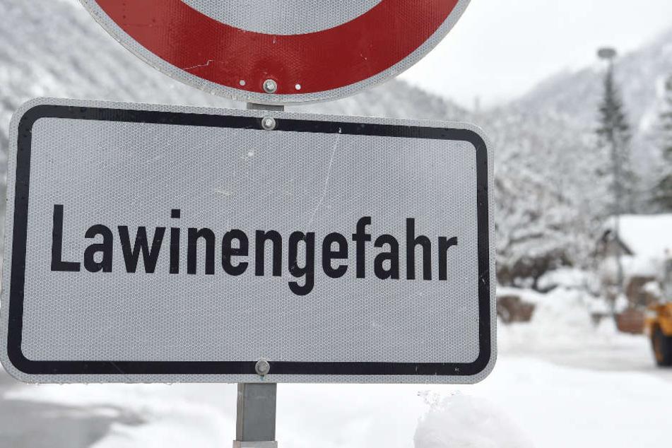 Die Lawinengefahr in den bayerischen Alpen ist noch immer vorhanden. (Symbolbild)
