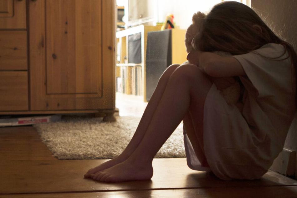 Kinder sind erwachsenen Tätern oftmals komplett schutzlos ausgeliefert. (Symbolbild)