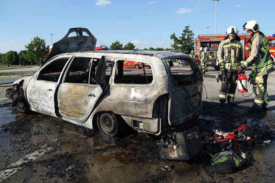 Renault Megane brennt auf A4 vollständig aus