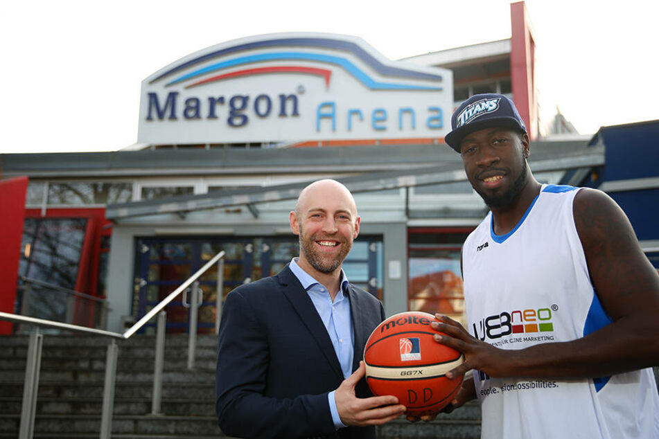Da er einen britischen Pass besitzt, darf er als EU-Ausländer sofort für die Dresdner Basketballer auflaufen.