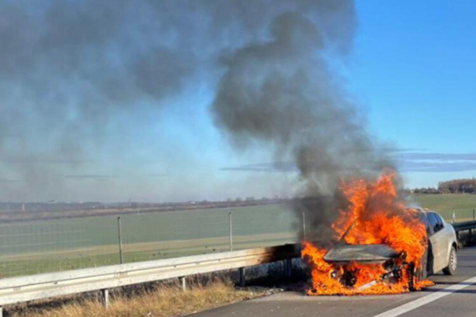 Auto brennt auf A72 komplett aus: Stau