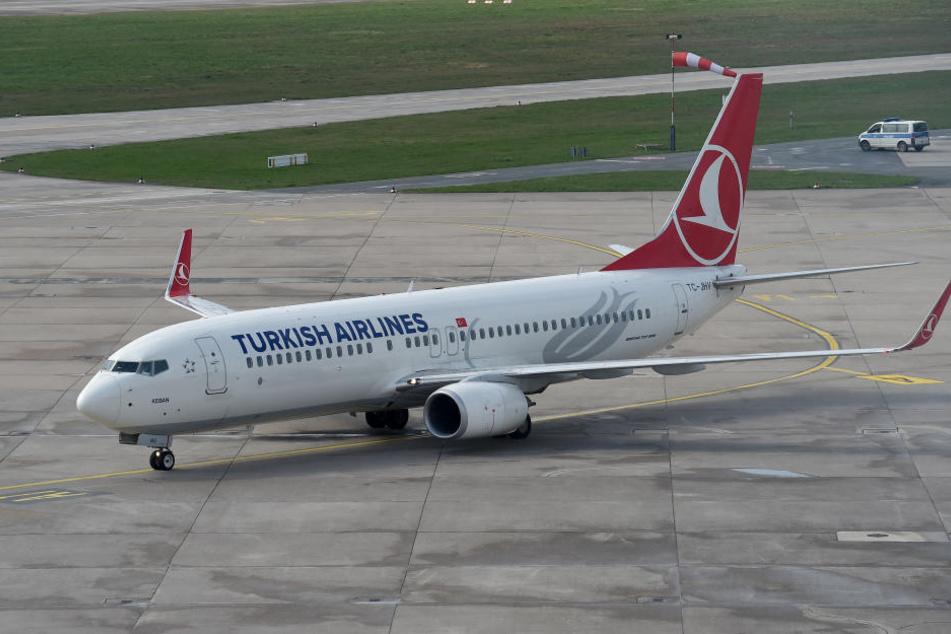 Der Mann wurde mit einem Linienflieger in die Türkei gebracht.