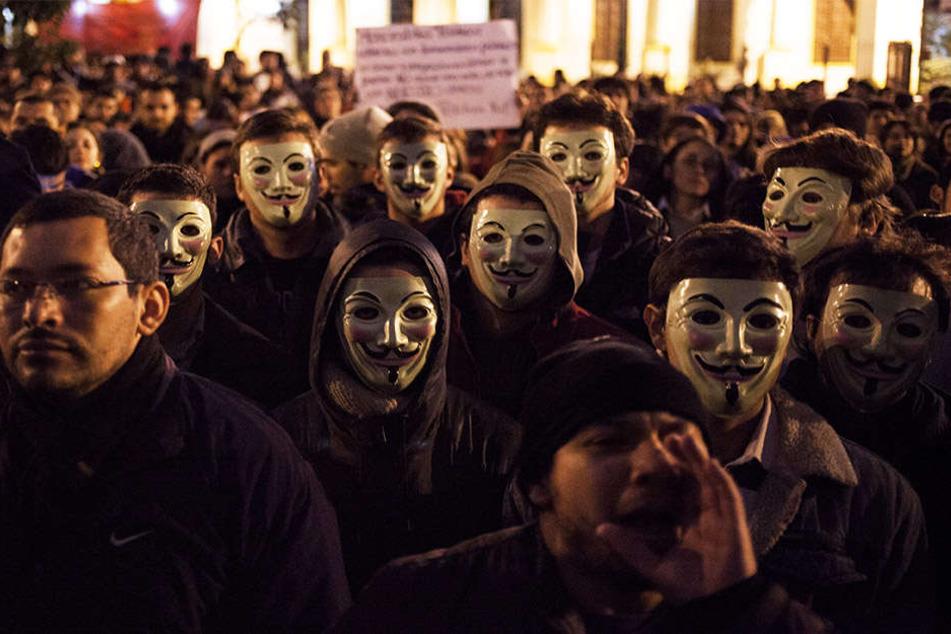 """An dem """"Marsch der Millionen Masken"""" beteiligten sich Tausende Demonstranten."""