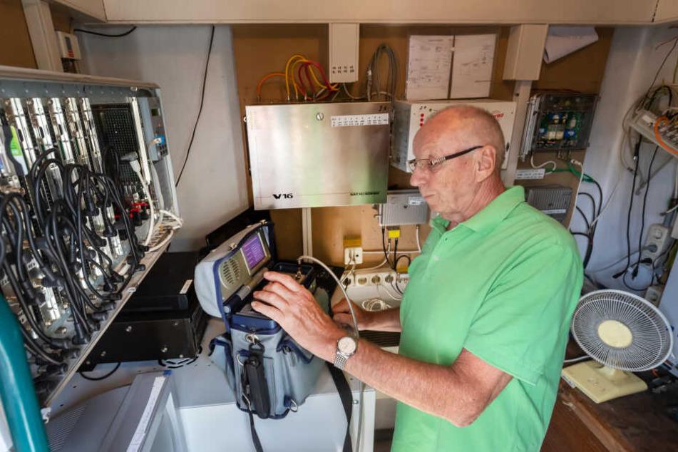 Gerd Anke (75) ist in Ebersdorf der Hüter der Antennenanlage - und des Internets.