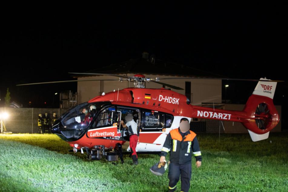 Der Mann wurde mit einem Rettungshubschrauber in ein Krankenhaus gebracht.