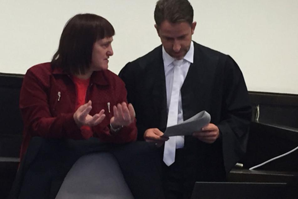 Angelika W. am Dienstag kurz bevor der Prozess losging.