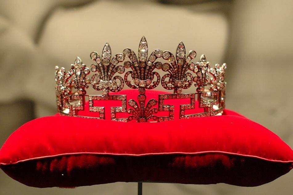 Die Tiara von Lady Diana in der Ausstellung in Budapest