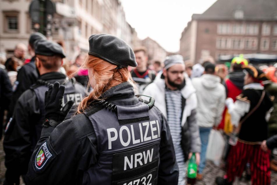 Karneval in Düsseldorf: Das Kö-Treiben wurde für den Sonntag wegen Sturms abgesagt.