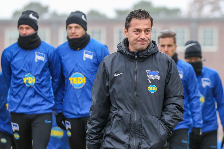 Ante Covic und die Mannschaft auf dem Weg zum Trainingsgelände.