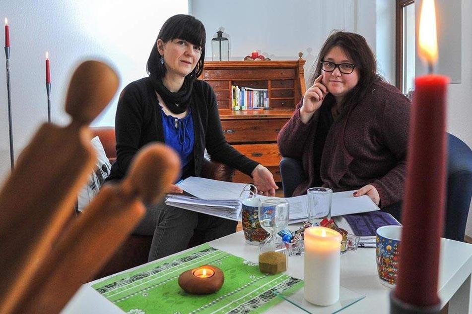 Susann Schnabel (40, l.) und Anne Bayer (34) gründen eine neue Trauergruppe für verwaiste Eltern.