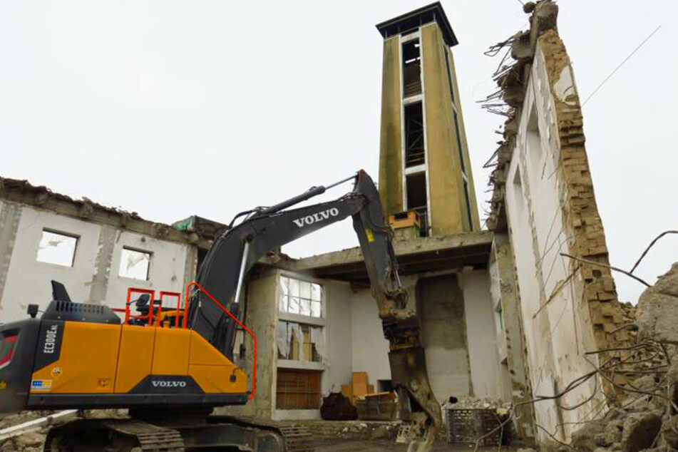 Seit September sind die Abriss-Arbeiten bereits im volle Gange - zumindest teilweise.
