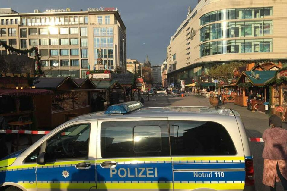 Der Weihnachtsmarkt an der Hauptwache musste am Mittwochnachmittag gesperrt werden.