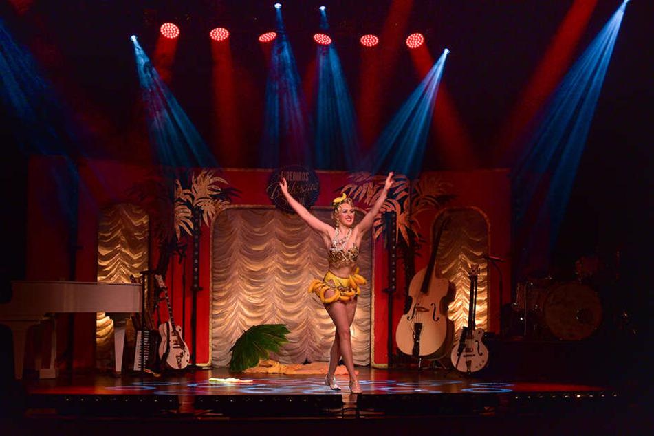 Ein bisschen frivol, ein bisschen neckisch: Burlesque-Showeinlagen gepaart mit der Musik der Firebirds sind das Erfolgsrezept des Ensembles.