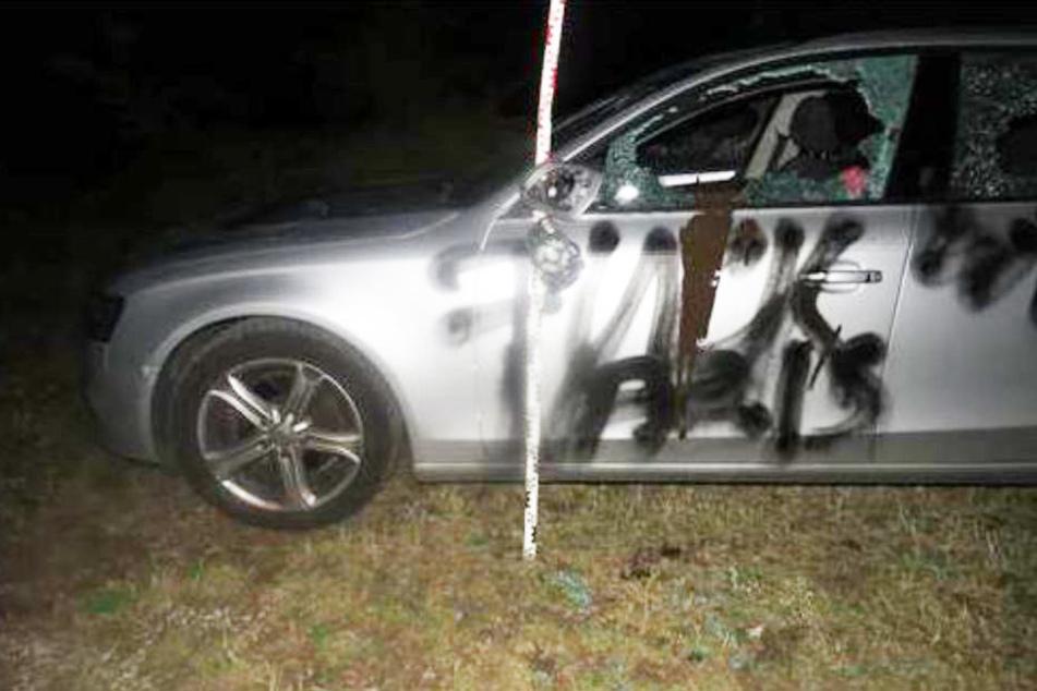 Durch Fußball-Wimpel provoziert: Unbekannte zerstören Audi A4 völlig