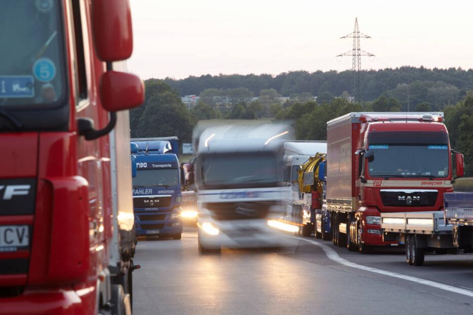 Frau stirbt bei Unfall auf A61, weitere Sperrung auf A40