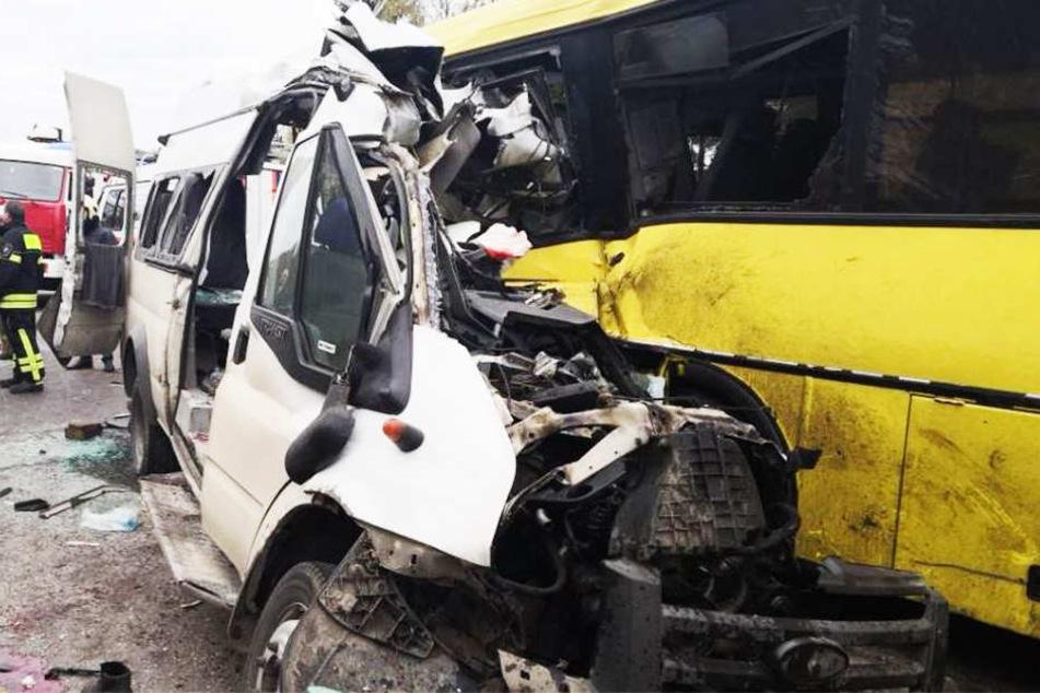 Unfall-Tragödie: 13 Tote bei Horror-Crash auf Schnellstraße