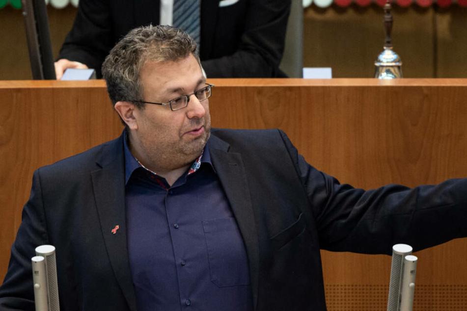 Der Grünen-Abgeordnete Mehrdad Mostofizadeh kritisiert, dass immer mehr Wohnungen aus der sozialen Förderung fielen.
