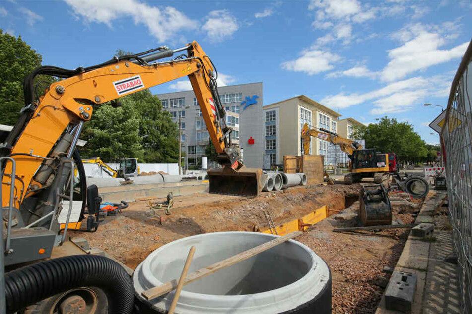Baustellenchaos rund um die Reichenhainer Straße: Neben dem Bau einer neuen Straßenbahnlinie, werden auch Anbindungen erneuert.