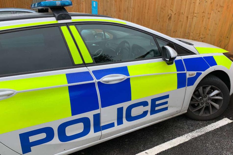 Die Polizisten kannten bei einem Strafzettel an ihrem Dienstwagen keinen Spaß.
