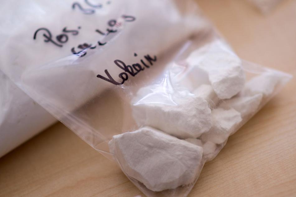 Das Kokain verteilte der Mann aus Brasilien in 104 Behälter, bevor er es schluckte. (Symbolbild)
