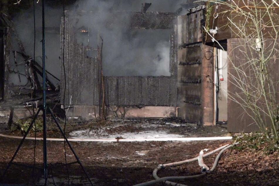 Das Haus brannte komplett ab.