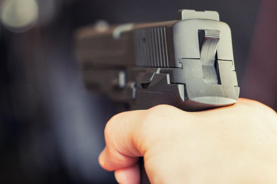 Schüsse in der Nacht: Betrunkener feuert auf Passanten
