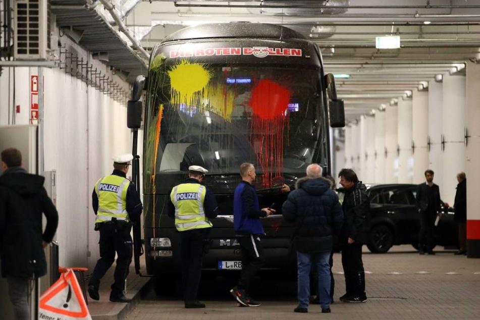 Der Bus von RB nach der Attacke in den Katakomben des Bayer-Stadions.