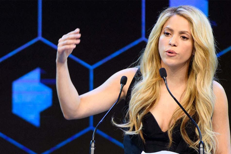 Shakira sah sich wegen eines Fanartikels in der Kritik. Nun versucht sie die Wogen zu glätten.