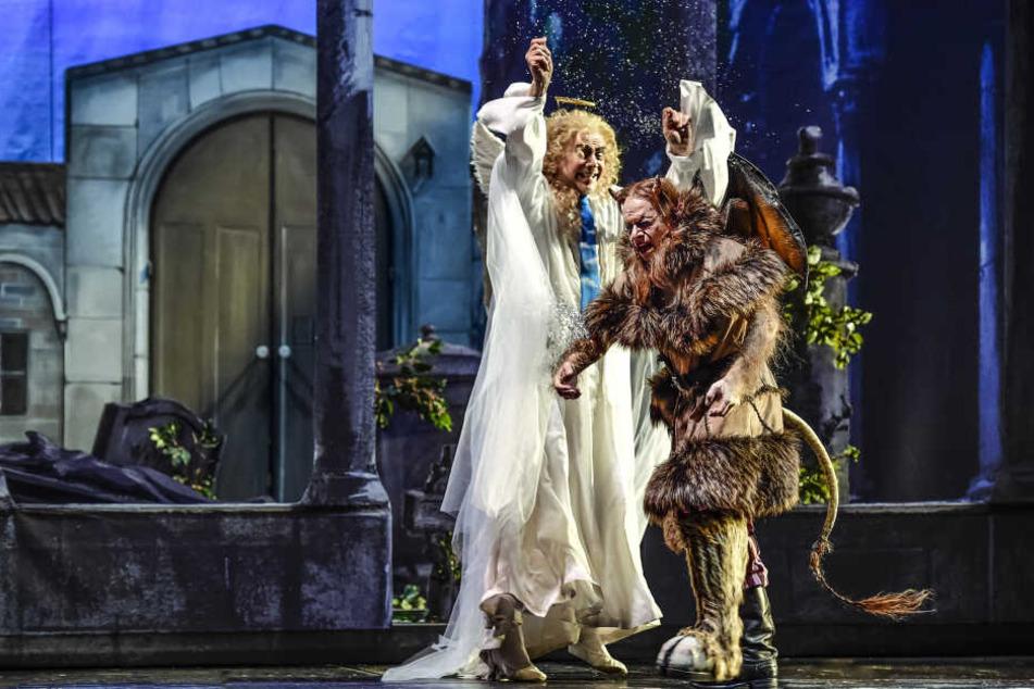 Das himmlisch-höllische Gespann Rupert (Matthias Winter) und Ruprecht (Alexander Kuchinka) begeisterten das Premierenpublikum.