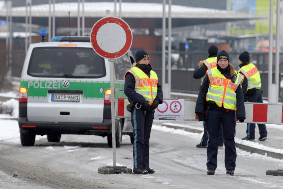 Polizisten am Sonntag in Neu-Ulm.