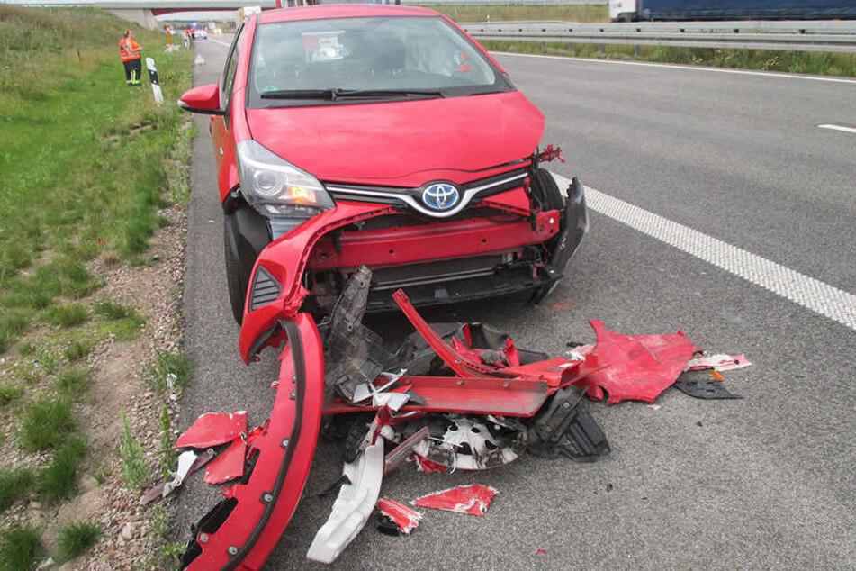Der Fahrer des Toyota kam leicht verletzt ins Krankenhaus.