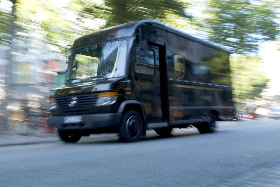 Die Fahrer vom Kurierservice UPS sind dazu angehalten, möglichst nach rechts abbiegen. (Symbolbild).