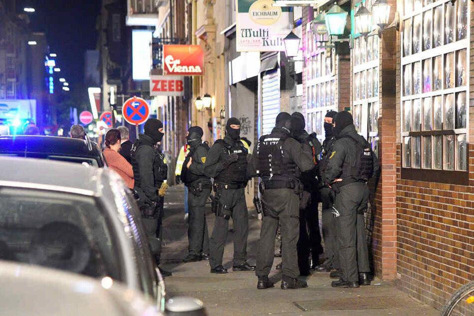 An dem Polizeieinsatz waren über 100 Beamte beteiligt.