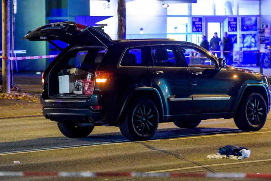 Aus diesem Auto fiel der angeschossene Mann auf der Wandsbeker Chaussee heraus.