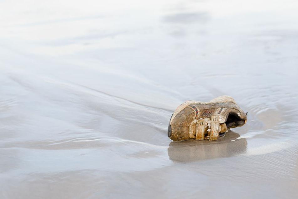 Der Strand der menschlichen Füße gibt Rätsel auf. (Symbolbild)
