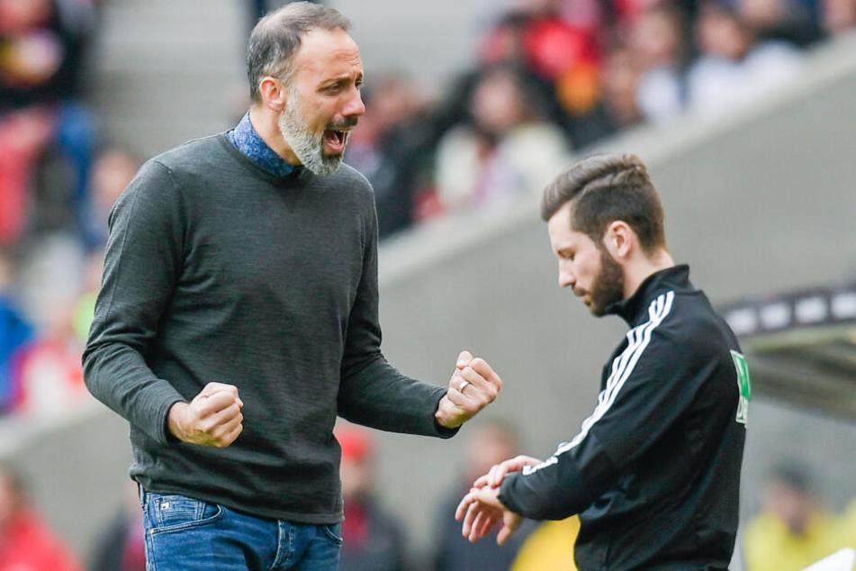 Trainer Pellegrino Matarazzo vom VfB Stuttgart reagiert nach dem Spiel gegen den SSV Jahn Regensburg.