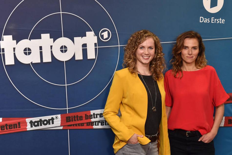 Cornelia Gröschel (30, l.) bekam als Kind ihre erste Rolle im MDR, ab sofort ermittelt sie im einzigen Tatort-Frauenduo mit Karin Hanczewski (36).